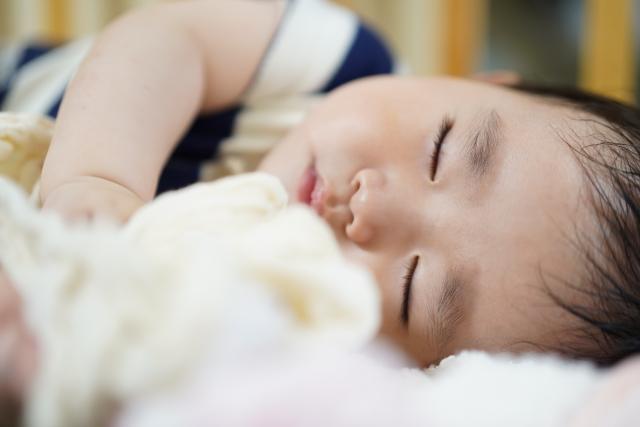赤ちゃんに超安全なダニ駆除・予防対策を徹底解説!ダニから子供を守る | みんなの生活の知恵ガイド